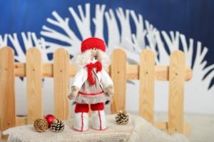 Кукла Рябинка в красно-белой одежде