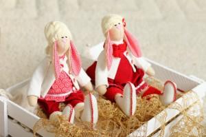 Две куклы-зайца на Рождество