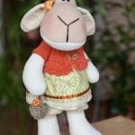 Пойду ягод наберу, говорит одна овечка