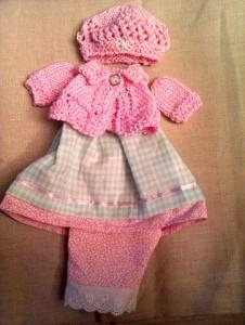 Розовые беретик и жакетка для кукол ручной работы