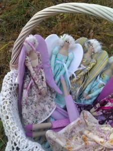 Три куклы ангела в корзинке