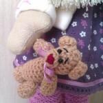 Мишка в кукольной руке